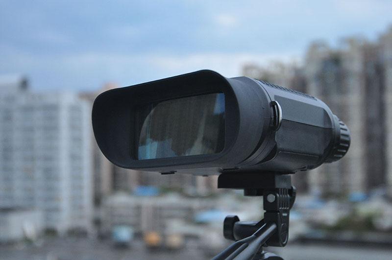 Binocular wide dynamic range
